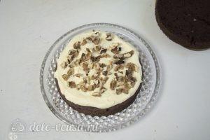 Шоколадный торт с заварным кремом: Промазать корж кремом