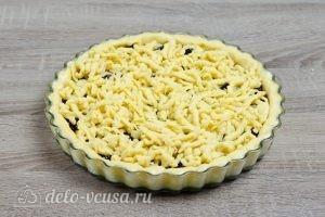 Тертый пирог с вареньем: Натираем остальное тесто сверху
