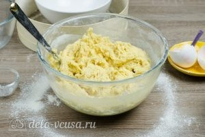 Тертый пирог с вареньем: Замесить тесто