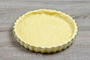 Тертый пирог с вареньем: Раскатать тесто и переложить в форму