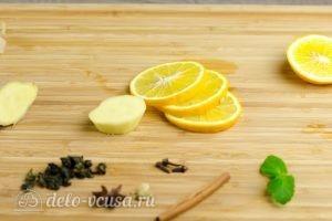 Зеленый чай с имбирем и корицей: Порезать имбирь и лимон