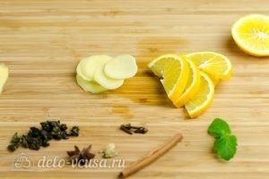 Зеленый чай с имбирем и корицей: Порезать имбирь
