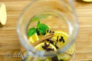 Зеленый чай с имбирем и корицей: Кладем ингредиенты в чайник