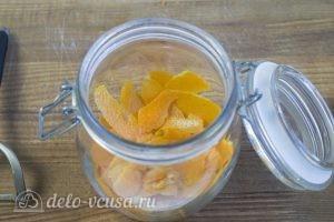 Апельсиновый экстракт: Складываем цедру в банку с крышкой