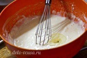 Блины с изюмом: Взбиваем тесто с добавлением растительного масла