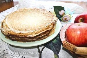 Блины с яблоками и корицей: Выкладываем готовые блины