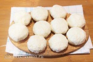 Кокосовые сырники: Лепим сырники
