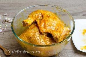 Куриные окорочка в духовке: Смазать окорочка маринадом