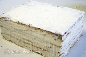 Обмазываем весь торт сырным кремом