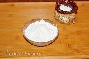 Жареный минтай в муке: Смешиваем муку с солью