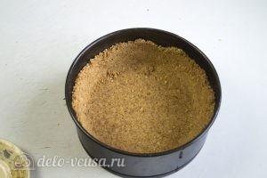 Пирог Сметанник: Сделать дно и бортики из печенья