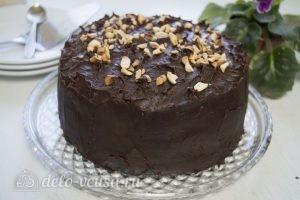 Шоколадно-карамельный торт: Подержать торт при комнатной температуре