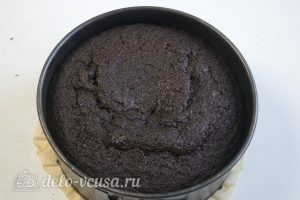 Шоколадно-карамельный торт: Дать бисквиту полежать