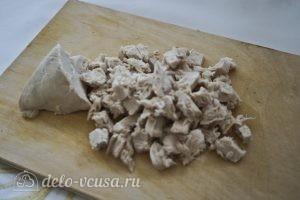 Салат с блинами и грибами: Нарезать мясо
