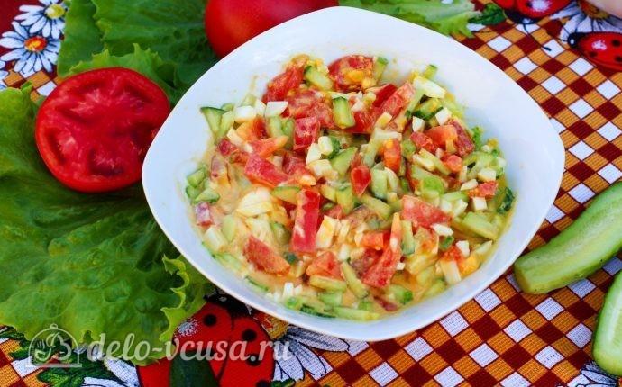 салат из яиц и помидоров и огурцов