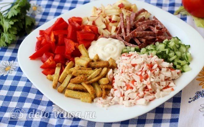 рецепт салат сухарики