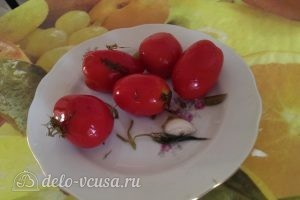 Бигус с курицей: Измельчить помидоры