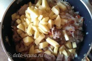 Бигус с курицей: Отправляем картошку в казан