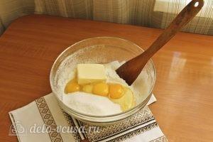 Цветаевский пирог с яблоками: Добавить сахар