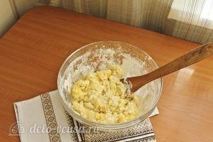 Цветаевский пирог с яблоками: Собрать ингредиенты ложкой