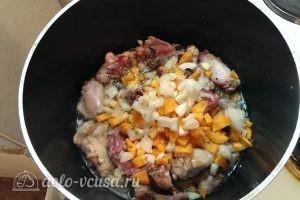 Бигус с курицей: Морковь и лук добавить в казан