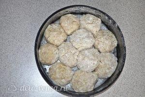 Фрикадельки в сыре: Выкладываем фрикадельки в форму