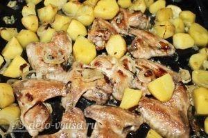 Куриные крылья с картофелем: Снимаем фольгу с противня для румяной корочки