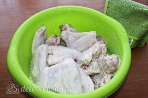 Куриные крылья с картофелем: Заправляем крылья майонезом