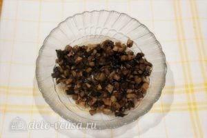Оладьи с грибами: Измельчаем шампиньоны