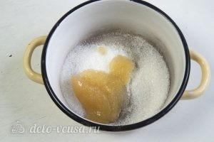 Торт-суфле Птичье молоко: Добавляем к желатину сахар и ставим на огонь