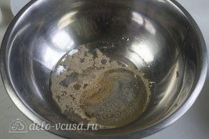 Жареные пирожки с начинкой: В воду добавить соль, сахар, растительное масло, дрожжи