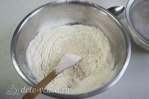 Жареные пирожки с начинкой: Добавить муку