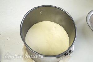 Бисквит на желтках: Выливаем тесто в форму