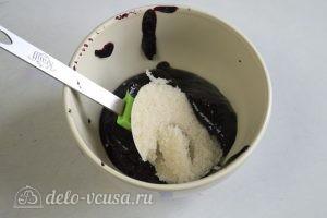 Бисквитный торт с творожным кремом: Добавляем к ягодному пюре желатин