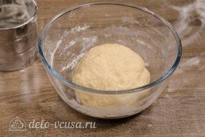 Булочки-зайчики: Убрать тесто в теплое место