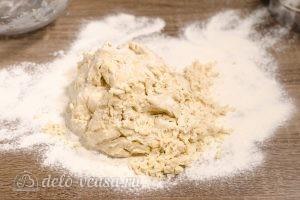 Булочки-зайчики: Замесить однородное тесто