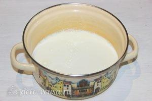 Какао на молоке: Ставим молоко на огонь