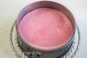 Клубничный торт-суфле: Заливаем корж суфле