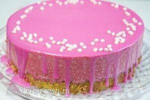 Клубничный торт-суфле: Украшаем торт