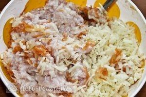 Ленивые голубцы в томатном соусе: Добавляем капусту