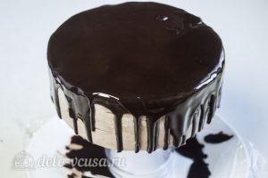 Муссовый торт с пралине: Поливаем торт глазурью