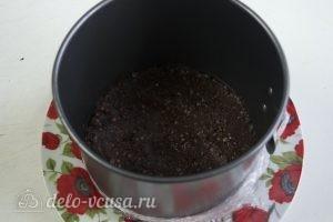 Муссовый торт с пралине: Утрамбовываем шоколадную массу