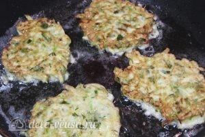 Оладьи из кабачков с зеленью: фото к шагу 13