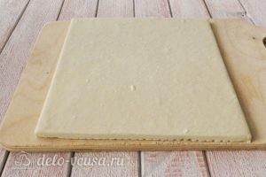 Пирог из слоеного теста с персиками: Разморозить тесто