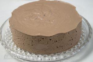 Шоколадный торт Птичье молоко: Освободить торт от бордюрной ленты