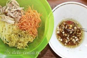 Салат-коктейль с курицей: Помещаем ингредиенты в салатник
