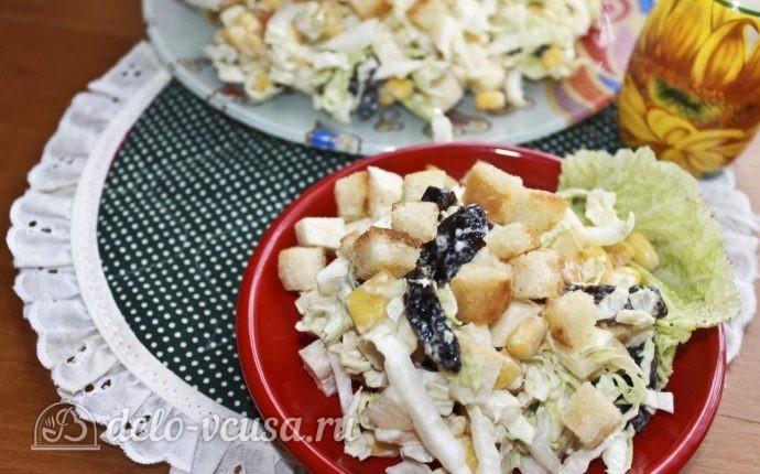 Вкусный салат с пекинской капустой и сухариками