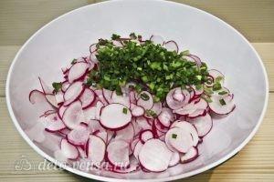 Салат с сардиной: Нарезаем зеленый лук