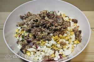 Салат с сардиной: Добавляем сардину к другим ингредиентам