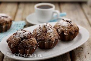 Шоколадные маффины с вишней: Проверяем верх